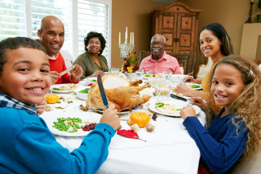 Tips to Help Seniors Maintain a Healthy Diet During the Holidays